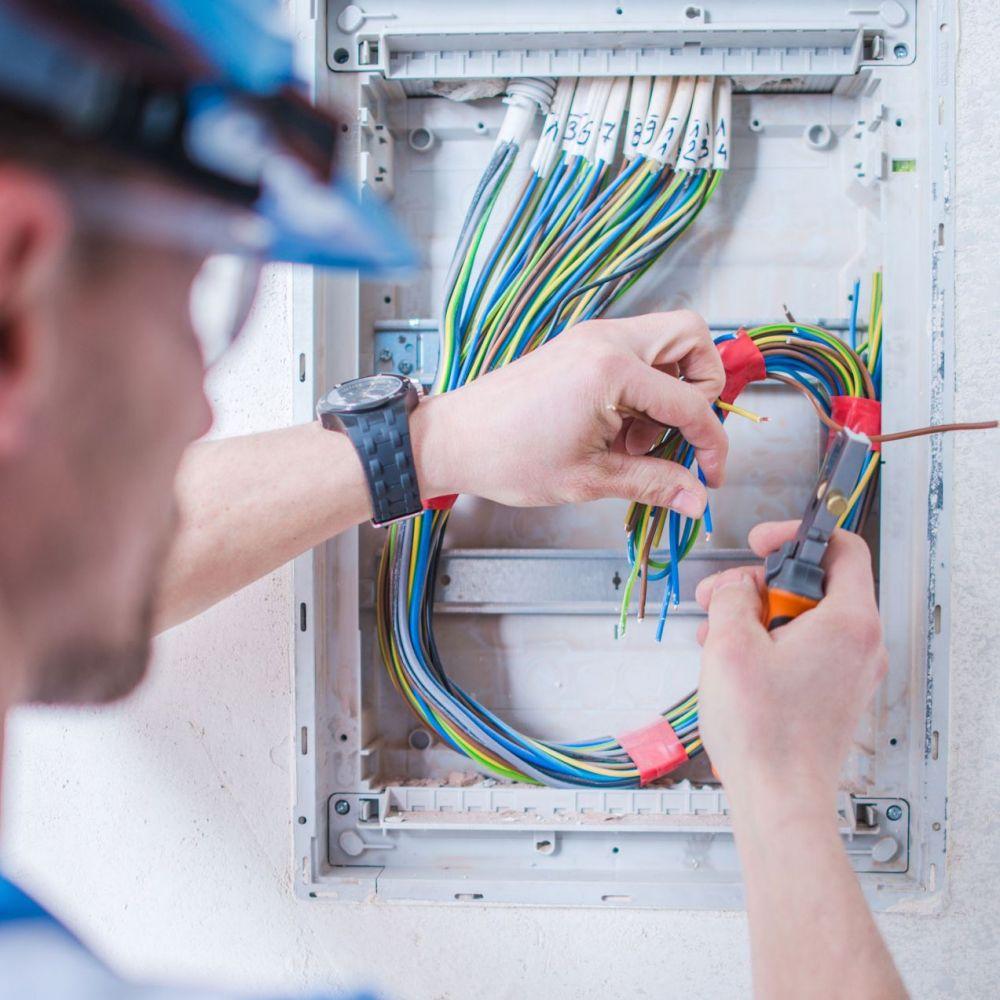 Título Profesional Básico en Instalaciones Electrotécnicas y Mecánica